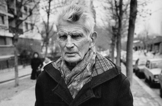 « Samuel Beckett sur le boulevard Saint-Jacques, Paris. » 1985. Source: Historical Wallpapers